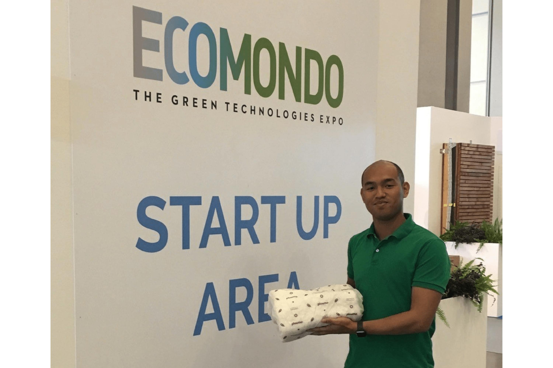 Ryan Robinson from Aeropowder presenting pluumo at Ecomondo